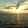 Lastfarttyg mot solnedgång.jpg