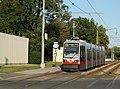 Linie 66 Schnellstrassenbahnstrecke Hst Laaer-Berg-Strasse.JPG