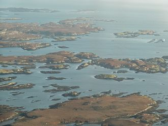 Benbecula - Islands in Loch Uisgebhagh. Bearran is at top right, Orasaigh, middle right and the peninsula of Meanais at top left.