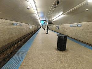 Logan Square station - Station platform