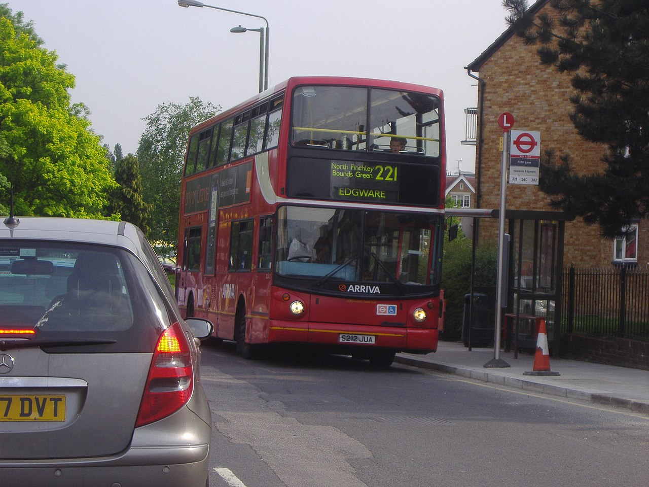File London Buses Route 221 Bittacy Hill Jpg Wikimedia