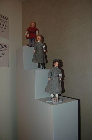 Lotta Svärd - Wartime dolls dressed as Lottas.