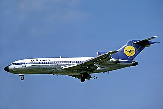 A Lufthansa Boeing 727-100 approaching Heathrow Airport in 1978. Lufthansa Boeing 727-30C Fitzgerald.jpg