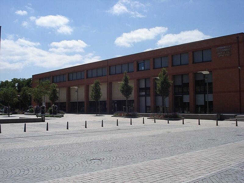 File:Médiathèque de Saint-Louis (Haut-Rhin).jpg