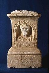 Autel votif décoré d'un buste du dieu Abelio(n) (Ra 291)