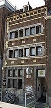 foto van Huis, met trapgevels opzij en een voorgevel in de trant der zgn. Maaslandse renaissance.
