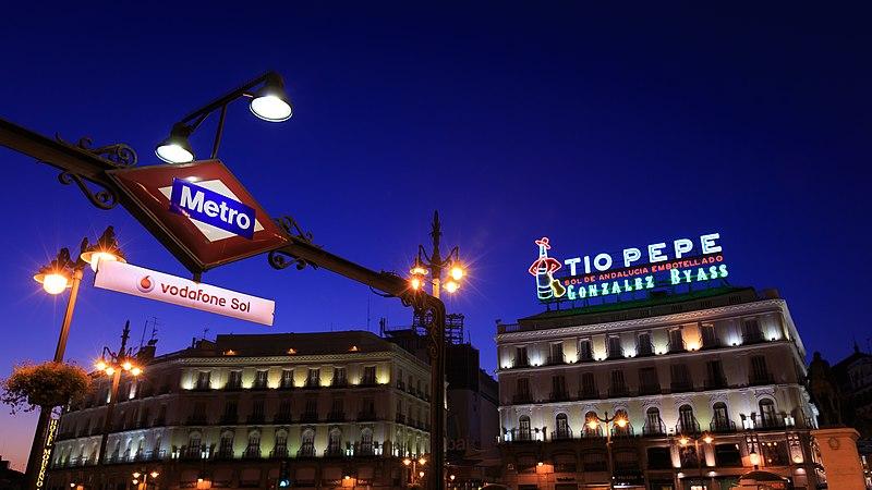 File:Madrid - Metro Sol y Tío Pepe - 140815 204041.jpg
