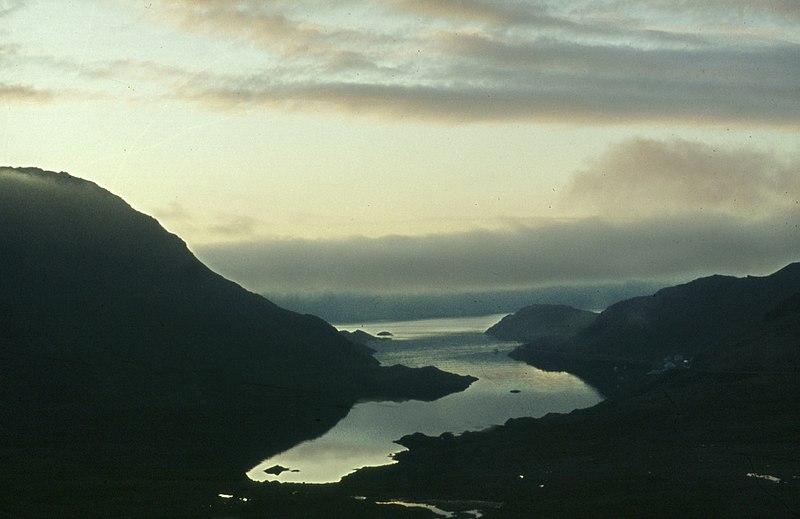 File:Mageroeya-06-Fjord-1975-gje.jpg