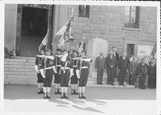 Barcelonnette - Chasseurs alpins in front of the Barcelonnette town hall in May 1970