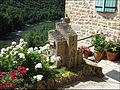 Maison fleurie à Peyre.JPG