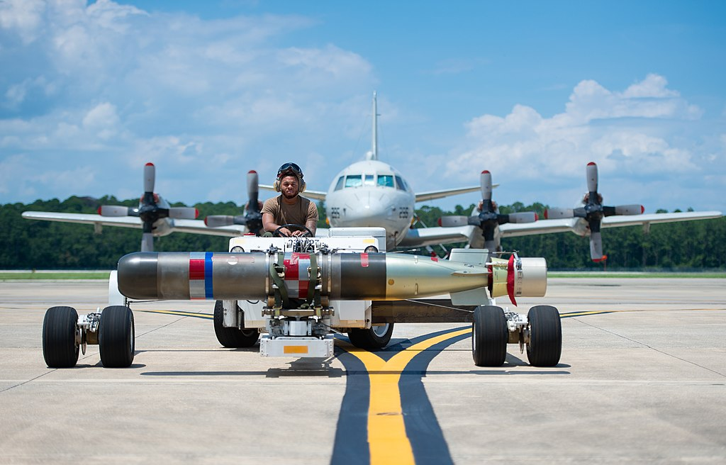 Mark 54 torpedo on the flightline at Naval Air Station Jacksonville, Florida (USA), on 12 July 2019 (190712-N-BD308-0264).JPG