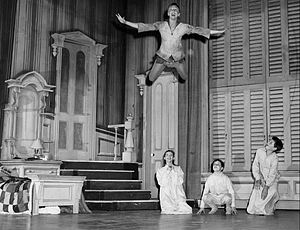 Peter Pan (1954 musical) - Peter Pan (Mary Martin) shows the Darling children he can fly; Kathy Nolan plays Wendy (1954)