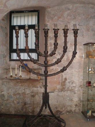Ancient synagogue (Barcelona) - Image: Menorah from Barcelona Synagogue