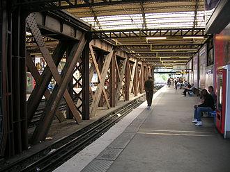 Paris Métro Line 5 - Image: Metro Austerlitz