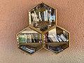 Microbibliothèque sur un mur extérieur de l'école de Tramoyes.jpg
