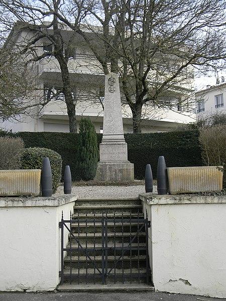 Monument aux morts de Mionnay.
