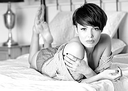 Model Rosie on a bed - In Black and White (14192377223).jpg