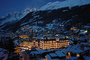 Mont Cervin Palace at night in Zermatt.jpg