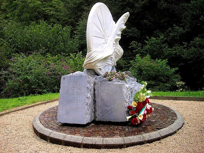 Monument à la mémoire du coureur cycliste italien Fabio Casartelli mort dans la descente du col de Portet d'Aspet durant le tour de France 1995.