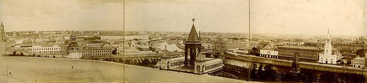 Gezicht op Moskou vanaf de top van de Klokkentoren van Ivan de Grote in het Kremlin in 1901