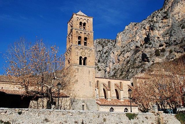 Приходская церковь Мустье - достопримечательности Moustiers-Sainte-Marie (Мустье-Сен-Мари)