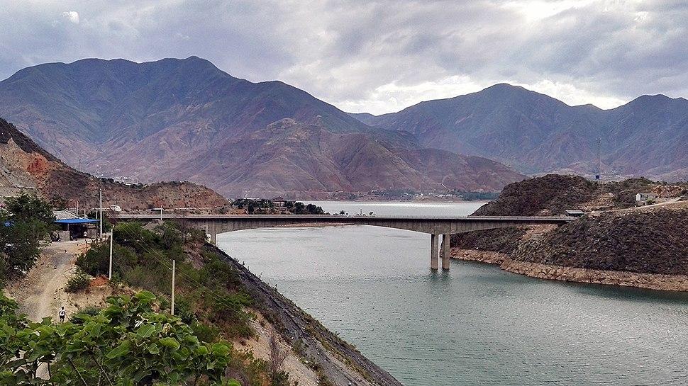 New Jinjiang Bridge over Jinsha Jiang.jpg