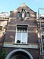 Nijmegen Dobbelmanweg 1, klooster en noviciaat gevelbeeld.JPG