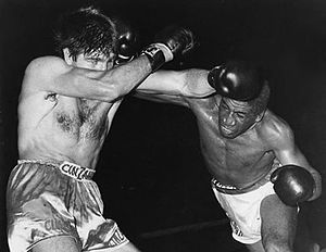 Luis Manuel Rodríguez - Rodríguez (right) vs. Nino Benvenuti in 1969