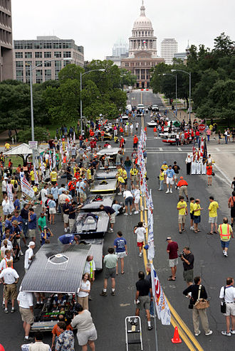 American Solar Challenge - Solar race cars and crews at the start of the 2005 race in Austin, Texas. Photo: Stefano Paltera/North American Solar Challenge.