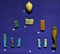 Nuovo regno-epoca tarda, amuleto a forma di cuore e vari pendneti in faience, 664-332 ac ca.jpg