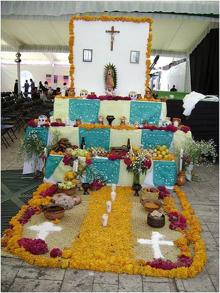 File:Ofrenda del dia de los muertos 5.jpg