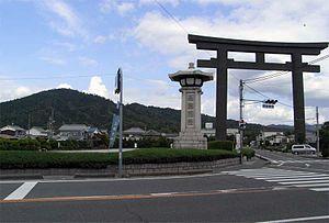 Ōmiwa Shrine - Large torii in front of Mount Miwa