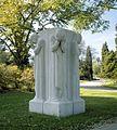 Overzicht beeld - monument ter ere van de oorlogsslachtoffers - Arnhem - 20415213 - RCE.jpg