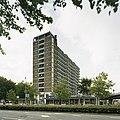 Overzicht met de ernaast gelegen winkels - Rotterdam - 20389426 - RCE.jpg