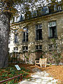 P1280140 Paris IV Jardin des Rosiers Facade hotel Barbes rwk.jpg