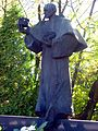 Pabianice - Św Maksymilian przy kościele św. Mateusza.jpg