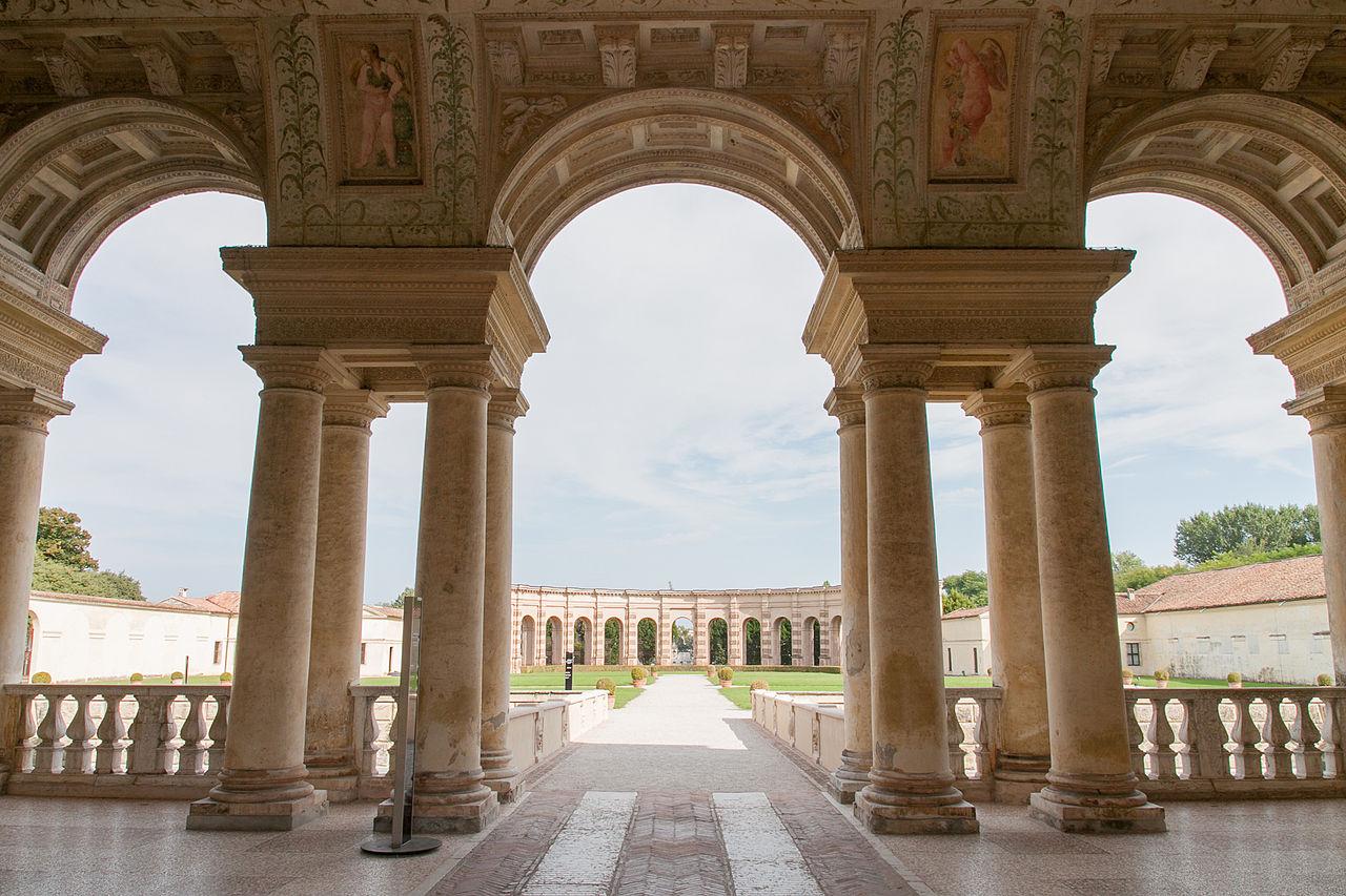 File palazzo te veduta del giardino wikipedia - Giardino interno ...