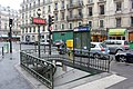 Paris Metro 7 Le Peletier Eingang.JPG