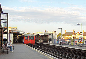 Parsons Green tube station - Image: Parsons Green 2