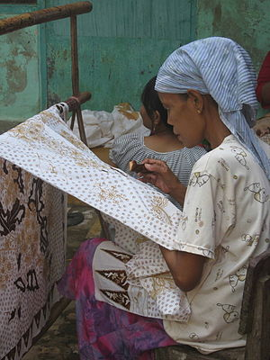 Madurese people - A Madurese batik maker in Tanjungbumi, Bangkalan, Madura, Indonesia.