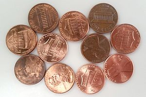 Penny graph - A penny graph with 11 vertices and 19 edges that requires four colors in any graph coloring