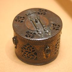 Perfume burner decorated with arcatures