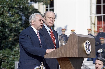 Harold Wilson with Gerald Ford in 1975. Photograph of President Gerald R. Ford and Prime Minister Harold Wilson of Great Britain at the Arrival Ceremony for the Prime Minister's State Visit - NARA - 7518538.jpg