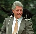 Photograph of President William Jefferson Clinton with Socks the Cat Perched on Clinton's Shoulder- 03-07-1995 (6461520859) (cropped).jpg