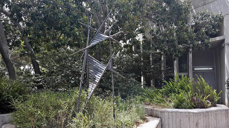 Ladders (להורג), מתנתו של הפסל לאוניברסיטת תל האבי