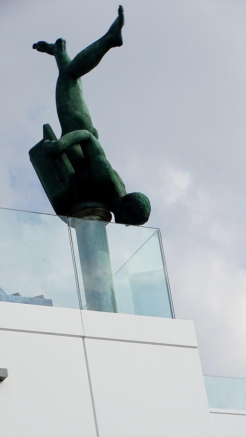 פסל נפילת המוזות