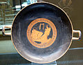 Pittore di bruxelles R330. kylix con due uomini a colloquio, retro figure ammantate, 450 ac. ca. 01.JPG
