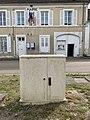 Place de l'église (Sougères-en-Puisaye), avril 2019 - (7).jpg