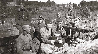 M1895 Colt–Browning machine gun - Polish soldiers with the M1895/14 during the Battle of Warsaw in 1920.