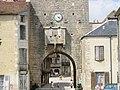 Porche d'entrée de Noyers-sur-Serein (Bourgogne).JPG